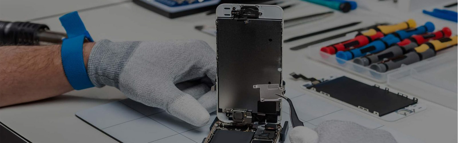On-site iPhone Screen Repair Center in New York | iStore NJ, NYC & Parsippany